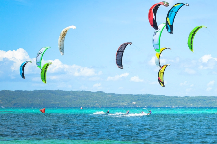 Kiteboarding: learning the right of way rules means avoiding accidents | Photo: IKA
