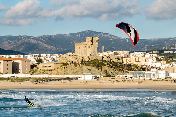 Kiteboarding: ride cool and respect the safety procedures | Photo: Shutterstock