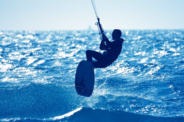 Kiteboards: Discover the best twin tips, kite surfboards, and foilboards in the market | Photo: Shutterstock