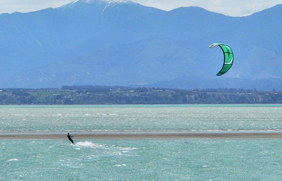 Kitesurfing: learn before you go