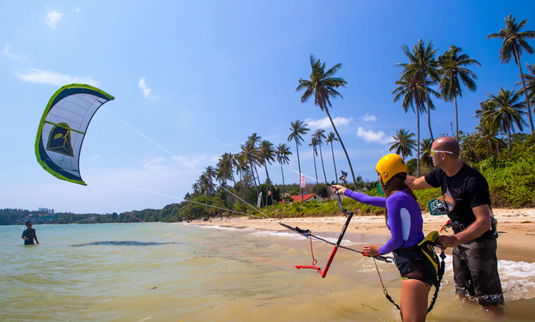 Kitesurfing schools: the best way to learn how to fly a kite | Photo: KiteboardingAsia.com