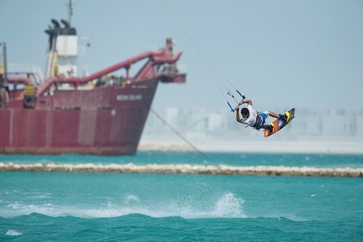 Red Bull Kite The Waj: riding in Bahrain