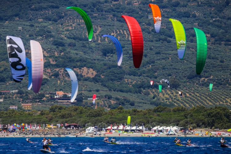 2015 Formula Kite World Championships: sailing under the sun | Photo: Icarus Sailing Media