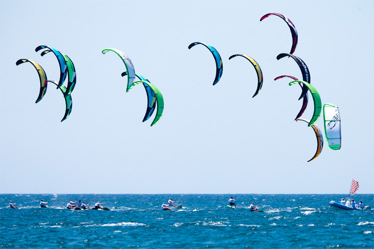Kiteboarding: lifejackets won't be mandatory when riding close to the shore | Photo: Hayto/IKA
