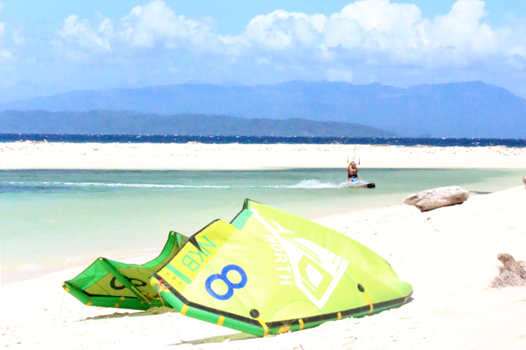 Mindoro: a kitesurfing spot with constant 18-to-20 knots of wind and warm air and water temperatures | Photo: Amansinaya Resort