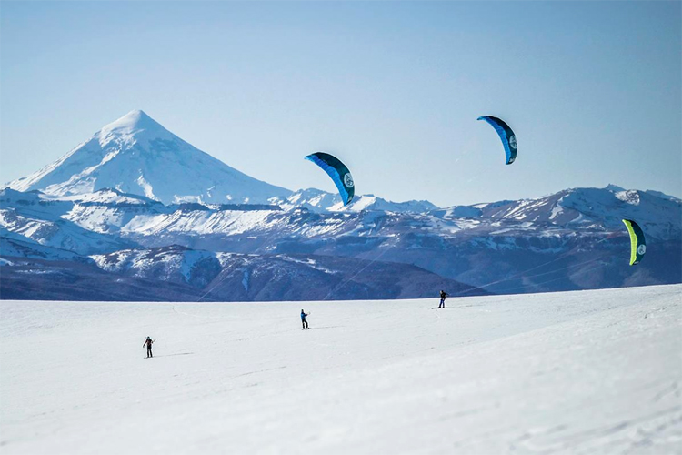 Patagonia: the South American region has perfect conditions for snow kiteboarding | Photo: Flysurfer