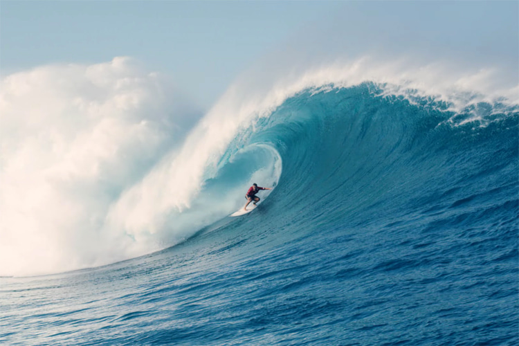 Koa Rothman: getting barreled at Oahu's outer reefs