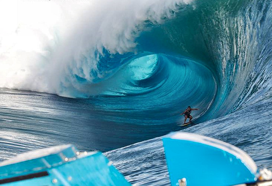 Koa Rothman: dominating the Tahitian beast | Photo: Mike Jones