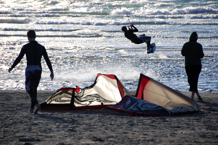 Kiteboarding: learn how to land a kite safely on the beach | Photo: Gunther Eysenbach/Creative Commons