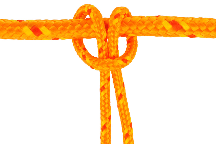 Lark's Head Knot: a basic kiteboarding knot | Photo: Shutterstock
