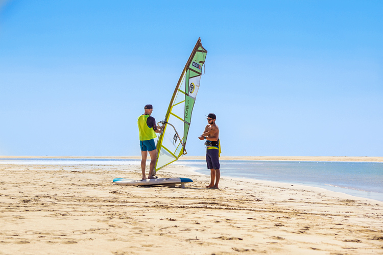 Windsurfing: learning to windsurf is easy and fast | Photo: Shutterstock