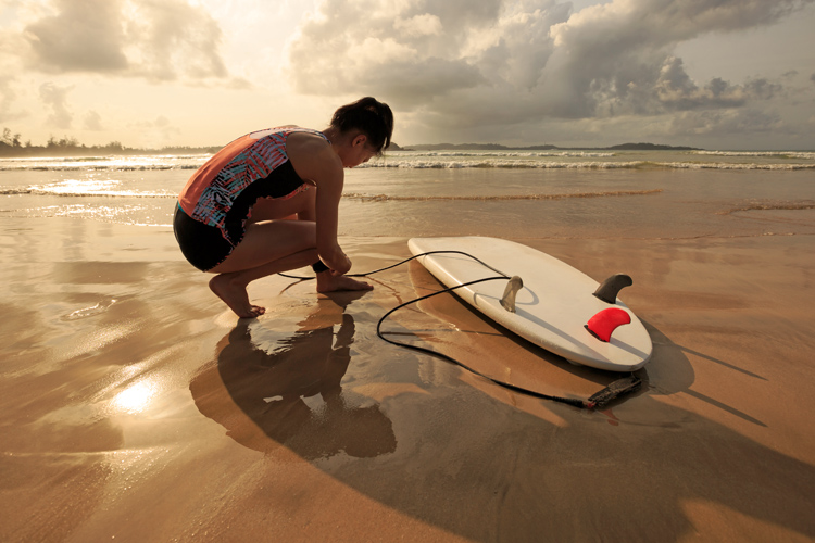 Surfboard leash: an essential piece of surfing equipment | Photo: Shutterstock