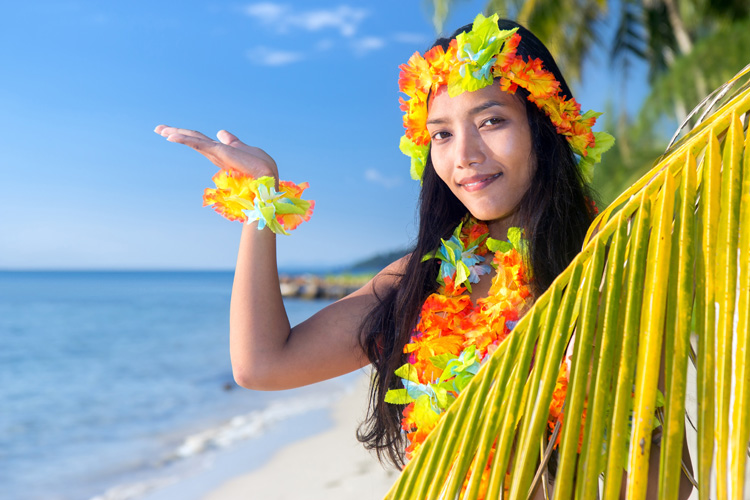 Lei: a stunning floral adornment that can be used in any occasion to celebrate Hawaiian culture | Photo: Shutterstock