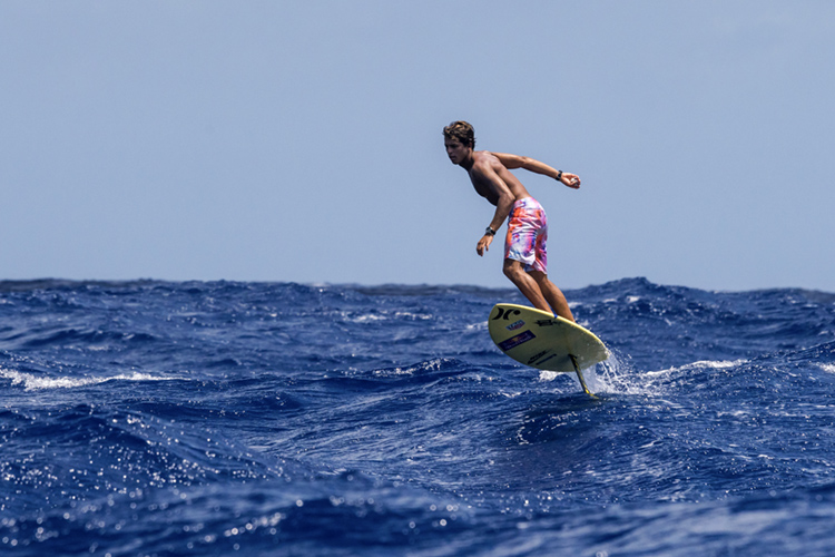 Foil surfing: exciting and moderately dangerous | Photo: Mann/Red Bull
