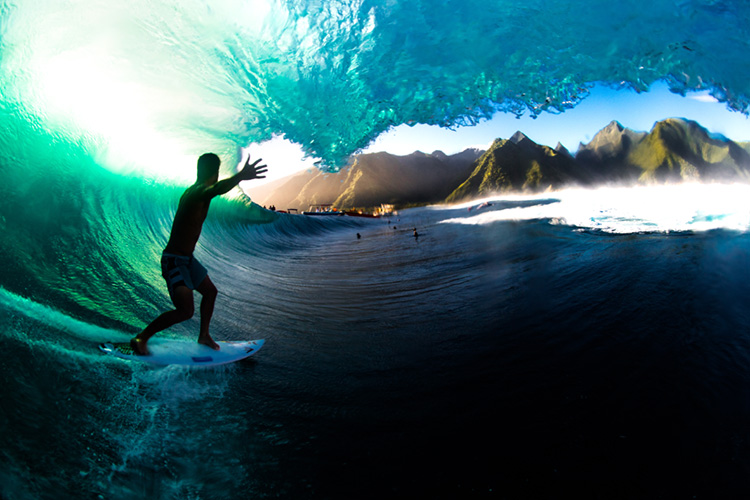 Michel Bourez: riding the barrel at Teahupoo through the eyes of Leroy Bellet | Photo: Leroy Bellet