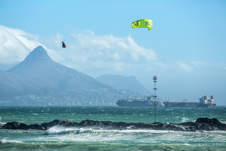 Lewis Crathern: a massive kite loop that didn't end well | Photo: Heide/Red Bull