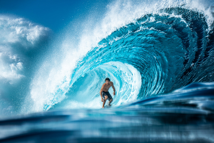 Teahupoo: a place where it is never easy to be a surf photographer | Photo: Shutterstock