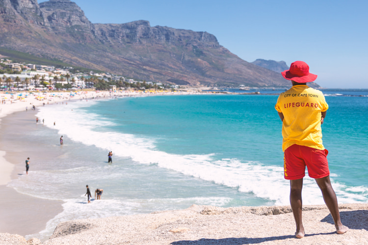 Lifeguards: a great way to earn money and be able to jump straight into the sea with your board once your shift is over | Photo: Shutterstock