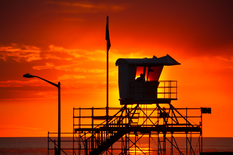 Lifeguard tower: elevated positions are useful for detecting struggling swimmers | Photo: Shutterstock