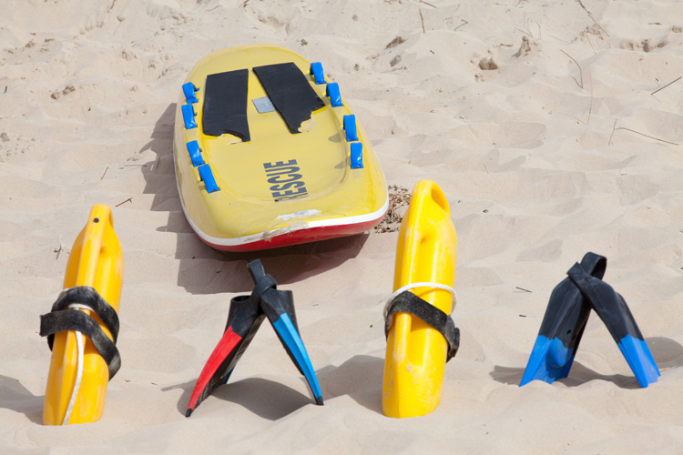 Lifesaving equipment: boards, buoys and fins help lifeguards save lives | Photo: Shutterstock