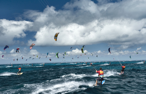 Lighthouse to Leighton Kitesurfing Race: 19 kilometres of kite lines