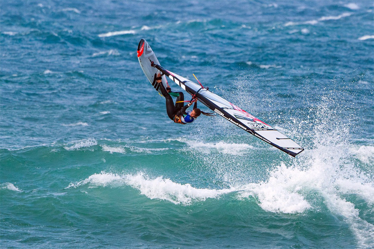Lina Erpenstein: getting airborne at Cold Hawaii | Photo: IFCA