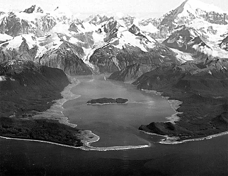 Lituya Bay: the T-shaped Alaskan bay recorded the biggest wave ever
