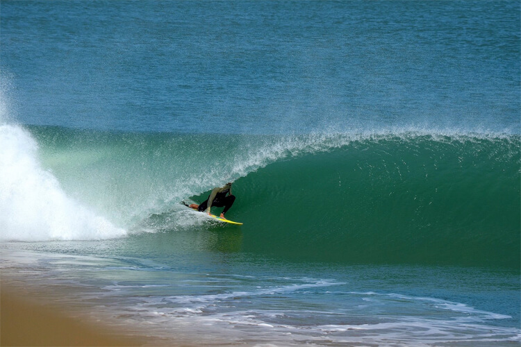Lobitos: a natural surfing sanctuary located in Peru | Photo: Espinoza/Save The Waves