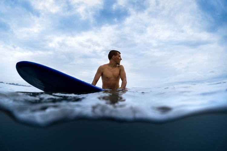 Logger: don't be a wave hog | Photo: Shutterstock
