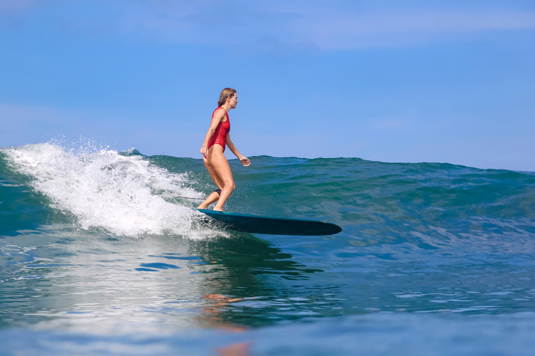 Longboard surfing: ride safely, style isn't everything | Photo: Shutterstock