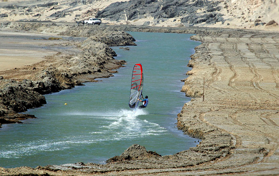 Luderitz Speed Challenge: the sailor and the speed strip