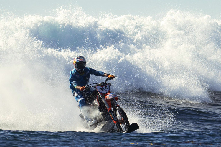 Robbie Maddison: surfing Killers, in Todos Santos, Mexico | Photo: Vice Sports