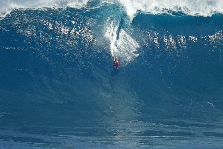 Magno Passos: riding a 45-foot wave at Jaws | Photo: Cuda Shots