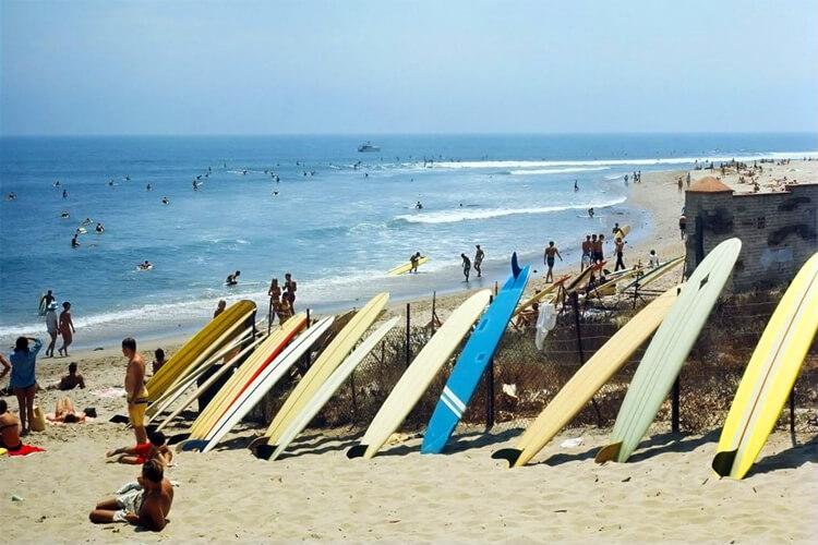 Malibu Surfrider Beach: the California surf break was first surfed by Tom Blake and his friend Sam Reid in 1927 | Photo: Leroy Grannis