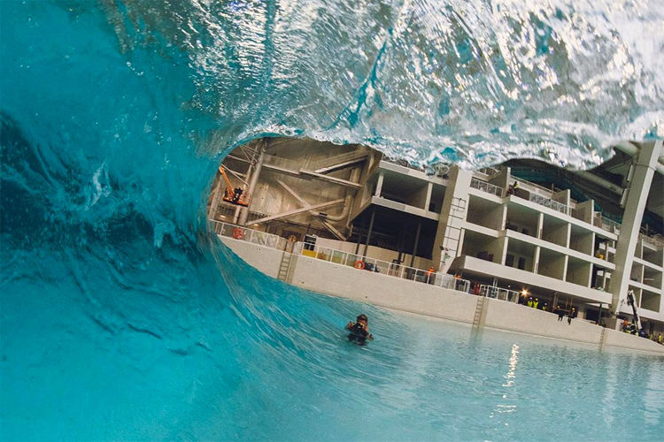 American Dream: the New Jersey mall has an compact indoor wave pool producing a playful air section and a sandbar-like wedge | Photo: Seth Stafford/AWM
