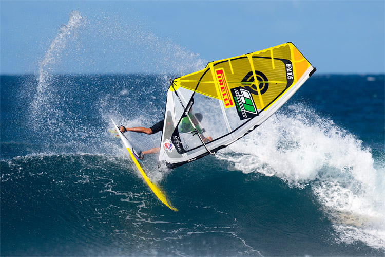 Marcilio Browne: throwing spray in Maui | Photo: Carter/PWA