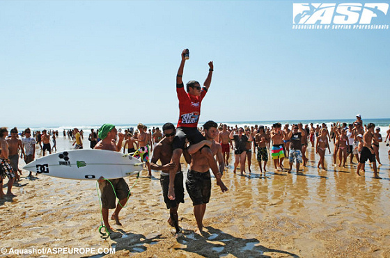 Marc Lacomare conquers the 2009 Rip Curl Pro Junior at Seignosse