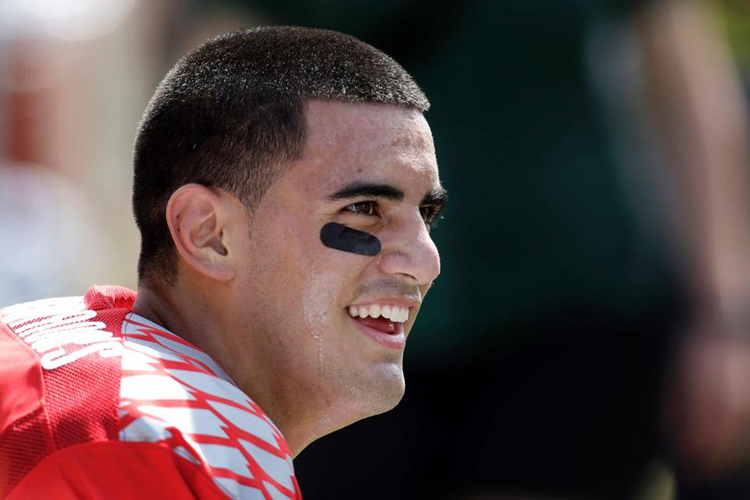 Marcus Mariota: smile, you're a passionate surfer-footballer | Photo: Tennessee Titans