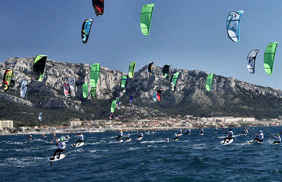 Marseille Kite Race: crowded regatta field
