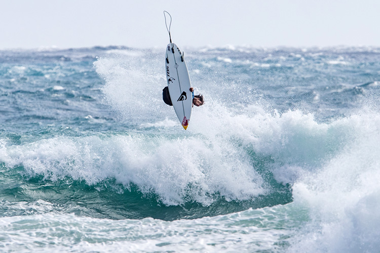 Mateus Herdy and Kirra Pinkerton crowned 2018 world junior surfing champions