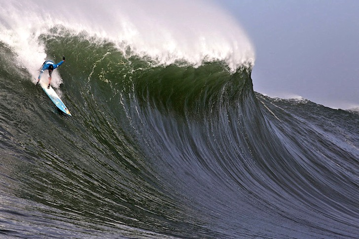 Mavericks: Peter Mel gets ready for a steep roller coaster | Photo: Red Bull/Dave Nelson