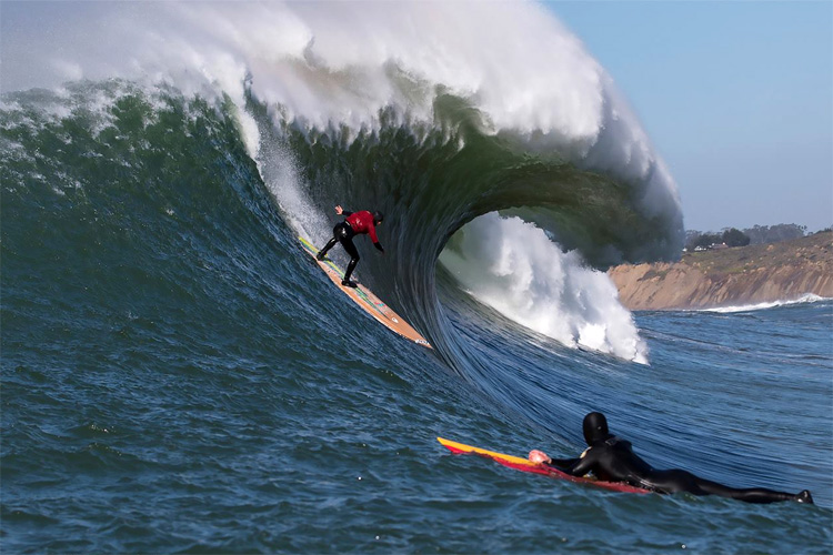 Mavericks: Nathan Fletcher says yes to the drop | Photo: Quirarte/WSL