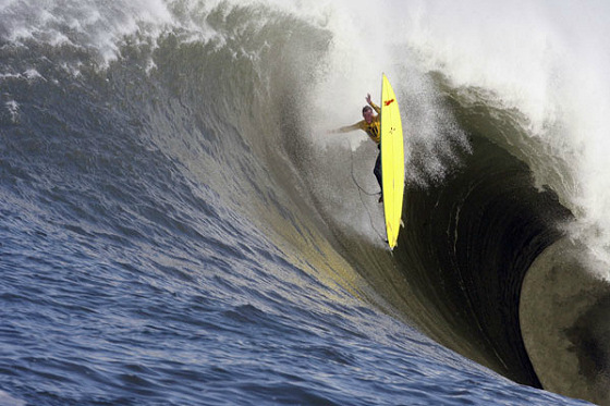 The Mavericks Surf Contest: new surf trick in the making | Photo: Bill Nichols