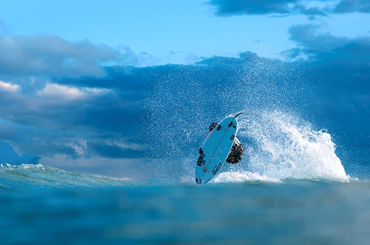 Gabriel Medina: an aerial in beach break mode | Photo: Quiksilver/Rabejac