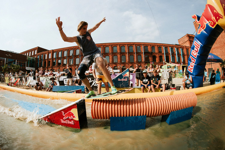 2017 Red Bull Skim It: the beach of Manufaktura provided plenty of action moments | Photo: Piotr Szewc