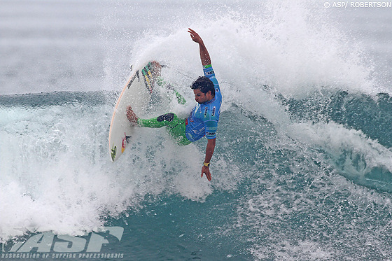 Michel Bourez: snapper surfer