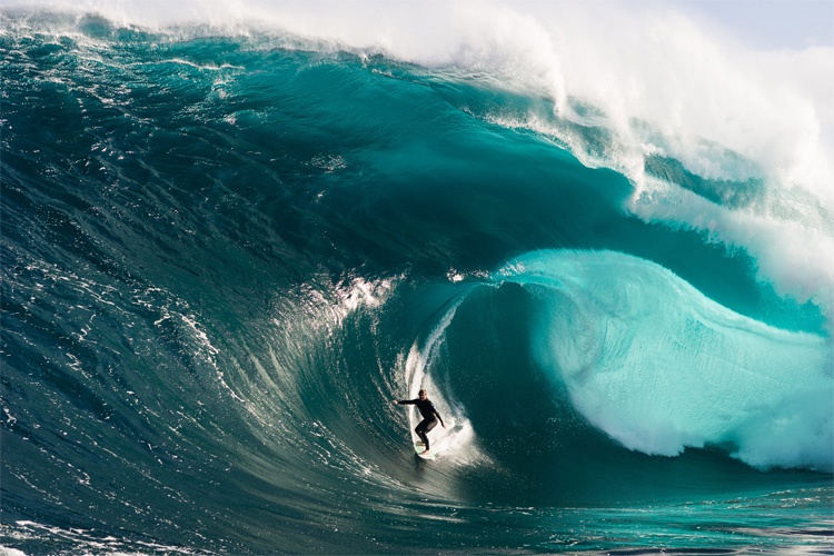 Mick Corbett: no fear at The Right | Photo: Chris Gurney/Oakley Big Wave Awards