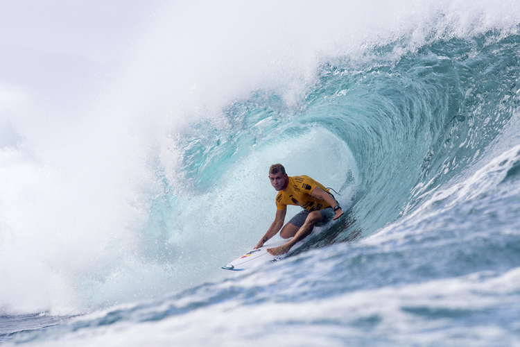 Mick Fanning: doing fine at the Pipe Masters | Photo: Cestari/WSLyou