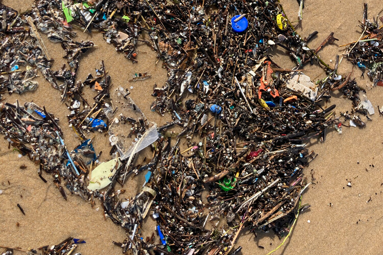 Microplastics: the new normal in world beaches | Photo: SurferToday