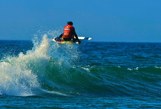 Miguel Pupo: flying in 2ft waves